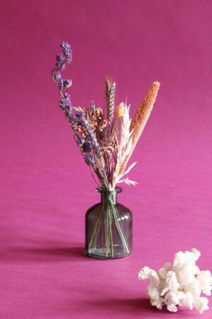 klein vaasje droogbloemen charm