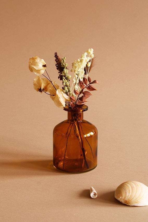 klein vaasje droogbloemen choco